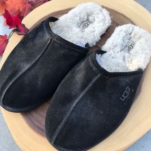 UGGS Classic Men's Sherpa Lined Slip On Slipper
